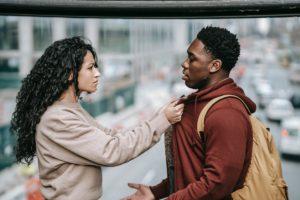 coppia che discute